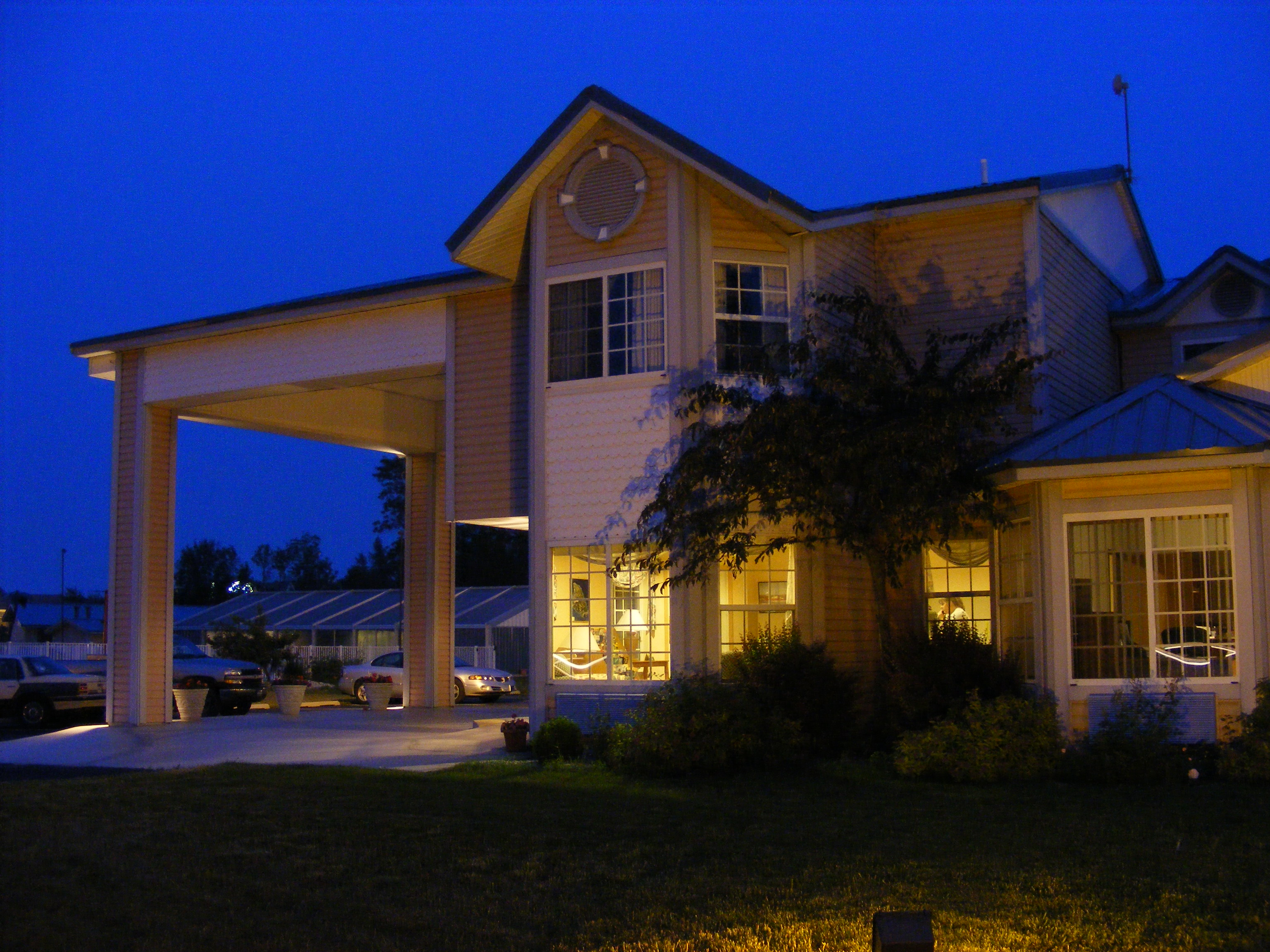Great Lakes Inn Front at Night